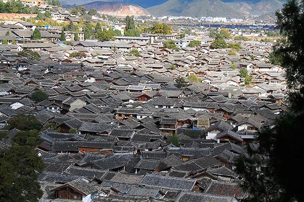 Lijiang Rooftops c Beijing Hikers
